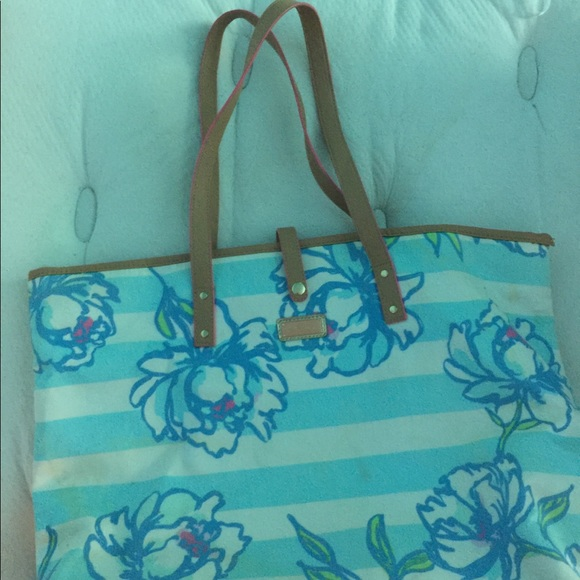 Lilly Pulitzer Handbags - Lilly Pulitzer lightweight fabric tote